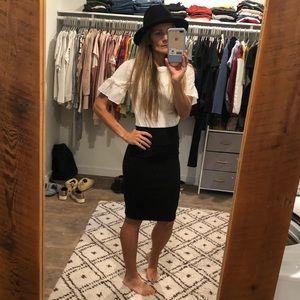 Small Lularoe textured black pencil skirt